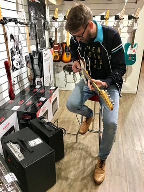 Så väljer du din första elgitarr