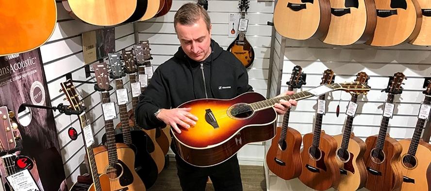 Så ser du till att din gitarr slipper sprickor