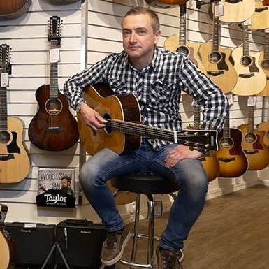 Gustav och Mikael tipsar om två riktigt bra akustiska gitarrer