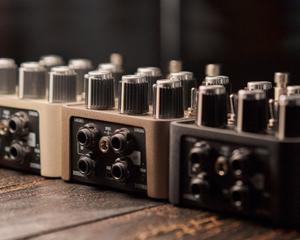 Bild för kategori UAFX - Effektpedaler från Universal Audio